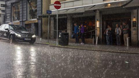 挪威城市6月日日落雨