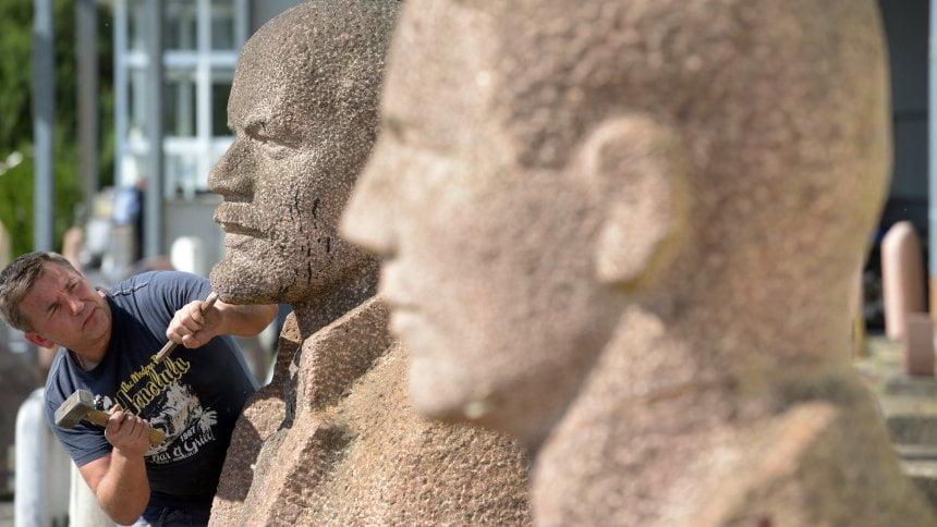 德國拍賣舊銅像:列寧同史太林無人要