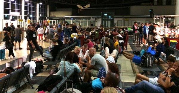 柏林暴雨 easyjet 旅客滯留北德機場過夜
