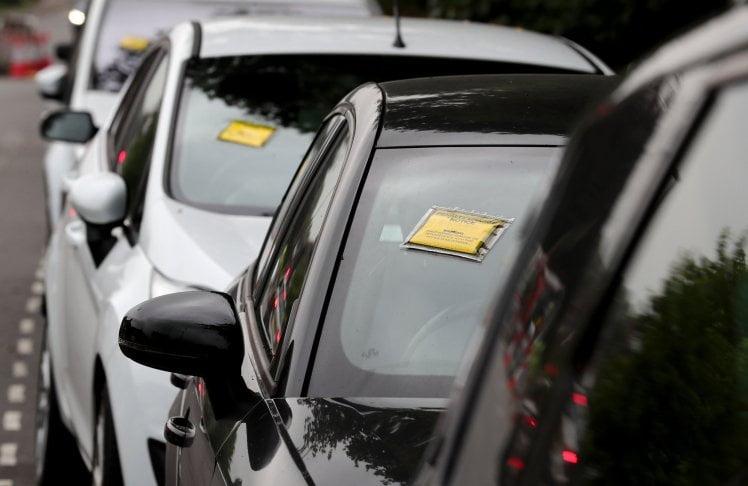 格域機場保管私家車公司破產 東南英格蘭「失車」一地都係