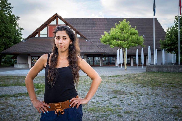 突厥裔女仔因去超級市場購物 無法入籍瑞士?