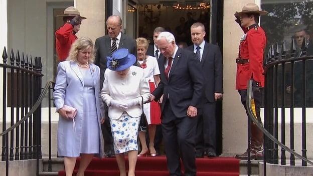 加拿大總督扶事頭婆落樓梯 被指違反皇家禮儀