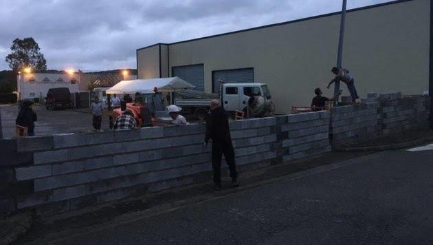 法國市民不滿酒店改建難民宿舍 乾脆砌牆封住入口?