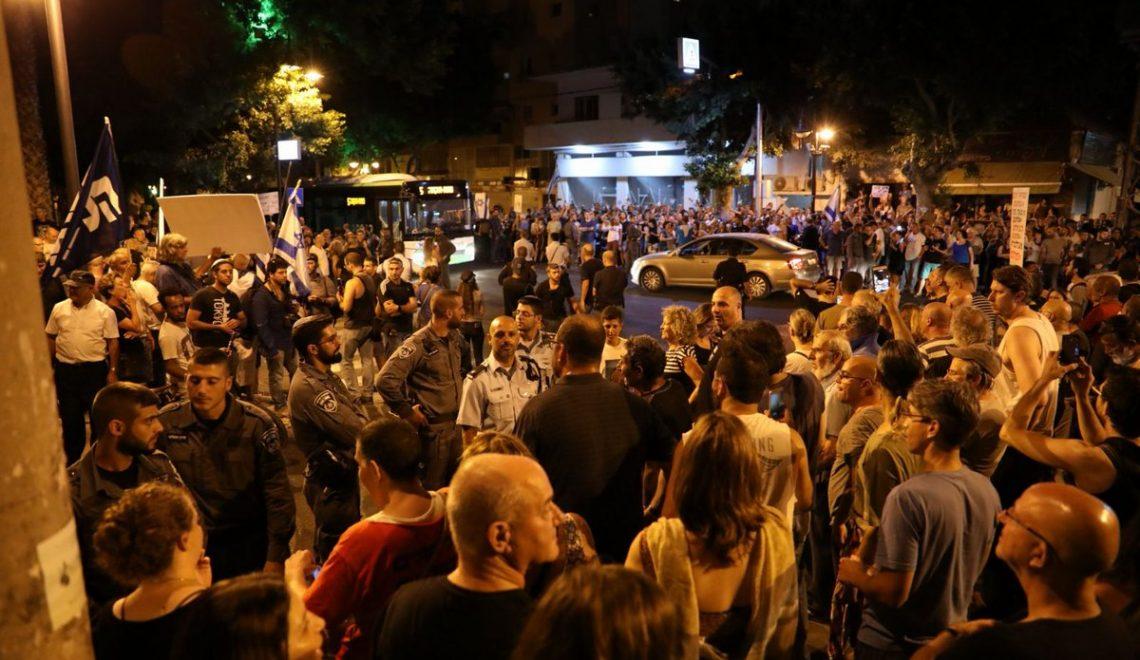 以色列千人啦隊去檢察官屋企前示威持續39周 警告唔好告內塔尼亞胡