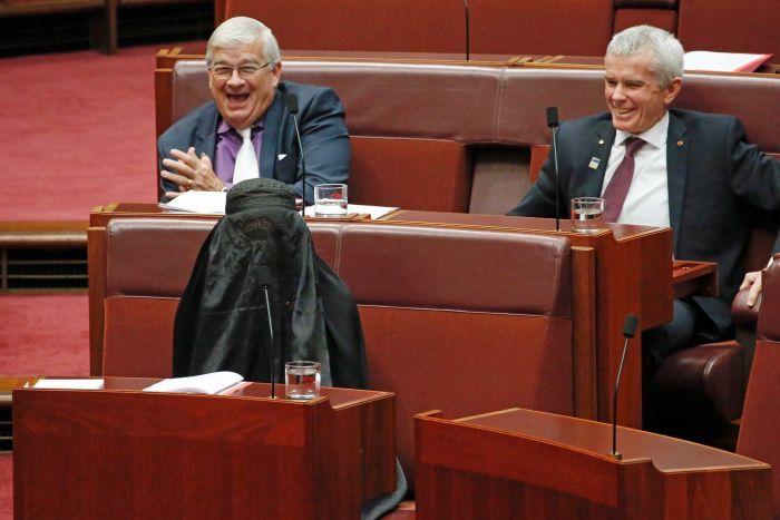 澳洲反回議員戴頭巾開會搞邊科?