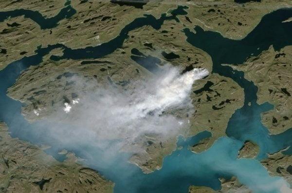 北極格陵蘭竟然熱到有山火?