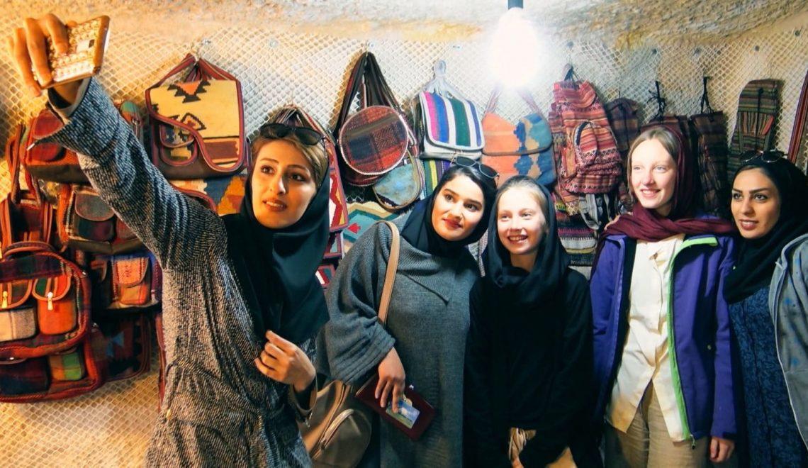 丹麥公視拍紀錄片 送11歲少女入伊朗試新款頭巾
