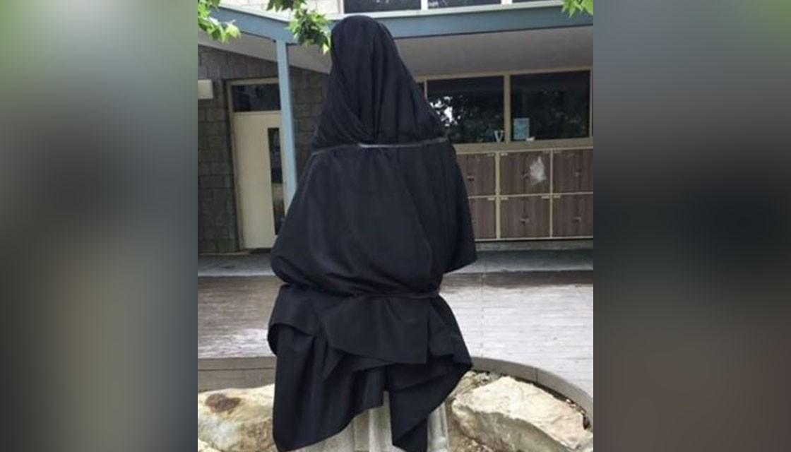 澳洲天主教學校雕像有性暗示 搞到要黑布蒙頭?