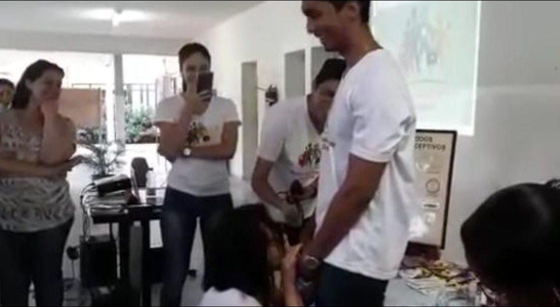 巴西前衛性教育 女老師要係男生褲浪前真「吹簫」