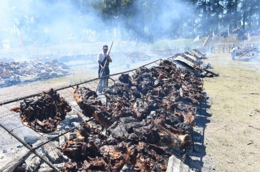 烏拉圭打破全世界最大規模嘅燒烤紀錄 阿根廷遲啲又爭過?