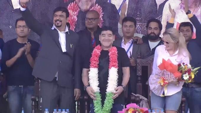 印度為馬勒當拿雕像 完全走樣 慘被恥笑
