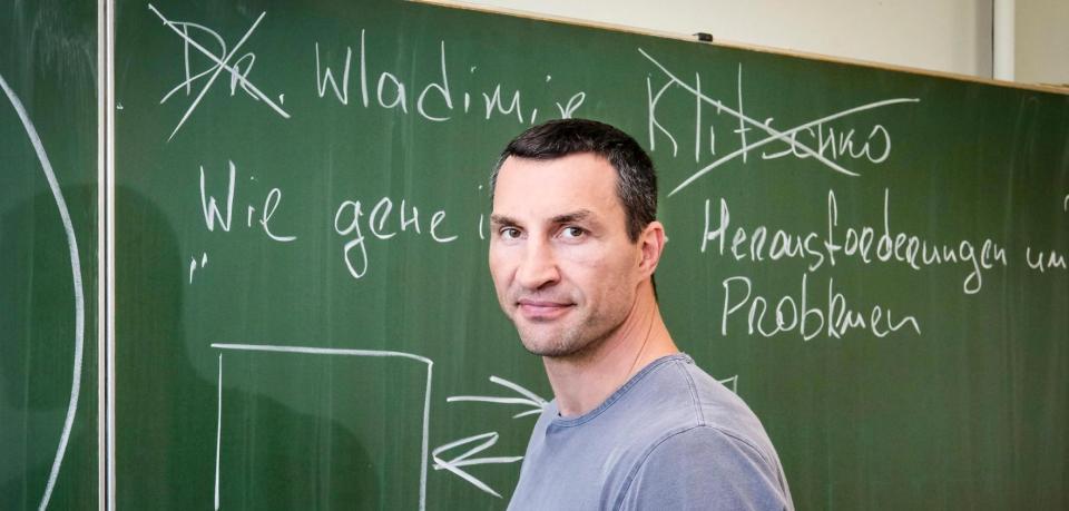 德國電視台新節目請來名人代課 但其實學生想問名人問題多啲?