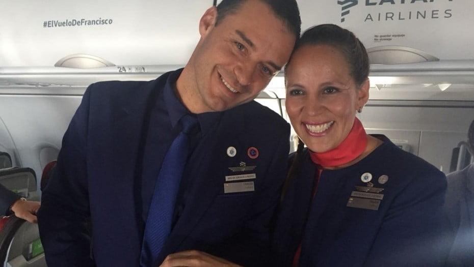 智利南美航空空姐空少 意外獲得教宗方濟各係飛機上主持婚禮