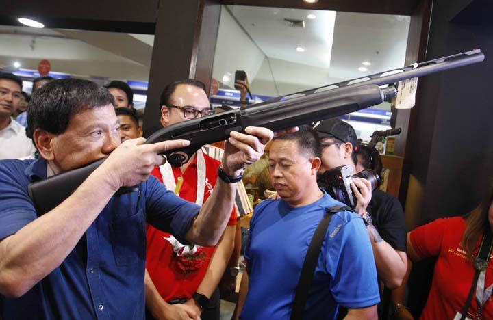 嫌國軍進度太慢 菲律賓總統重賞鼓勵原住民殺共黨份子