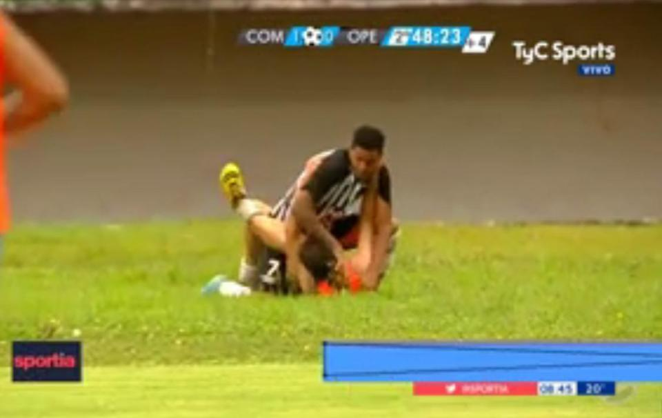 巴西戰鬥足球 球員毆打場邊球僮 須出動防暴警察