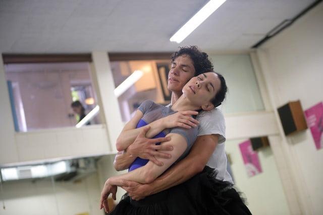 英格蘭國家芭蕾舞團總監只准自己同團員戀愛 他人拍拖結婚就係唔專業?