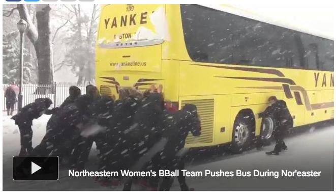 美國巴士被困雪地 靠女子籃球隊落地推車?