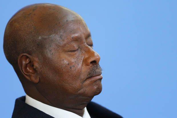 烏干達總統表示 非洲人窮因為懶 鍾意訓覺?