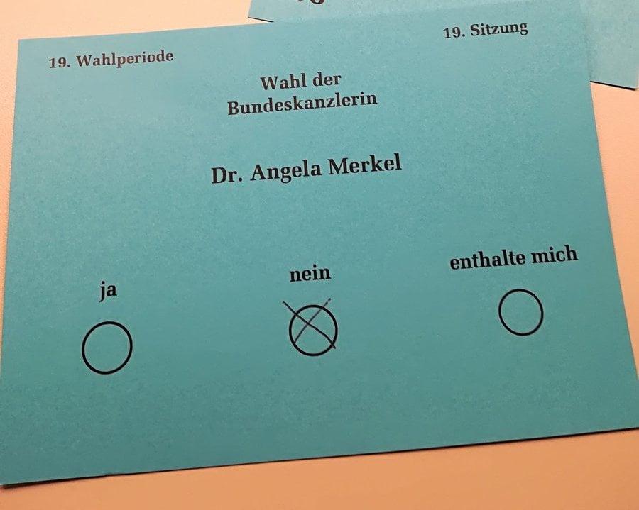 AFD 選總理被揭發 拍攝選票違規 被議長罰款1000歐羅