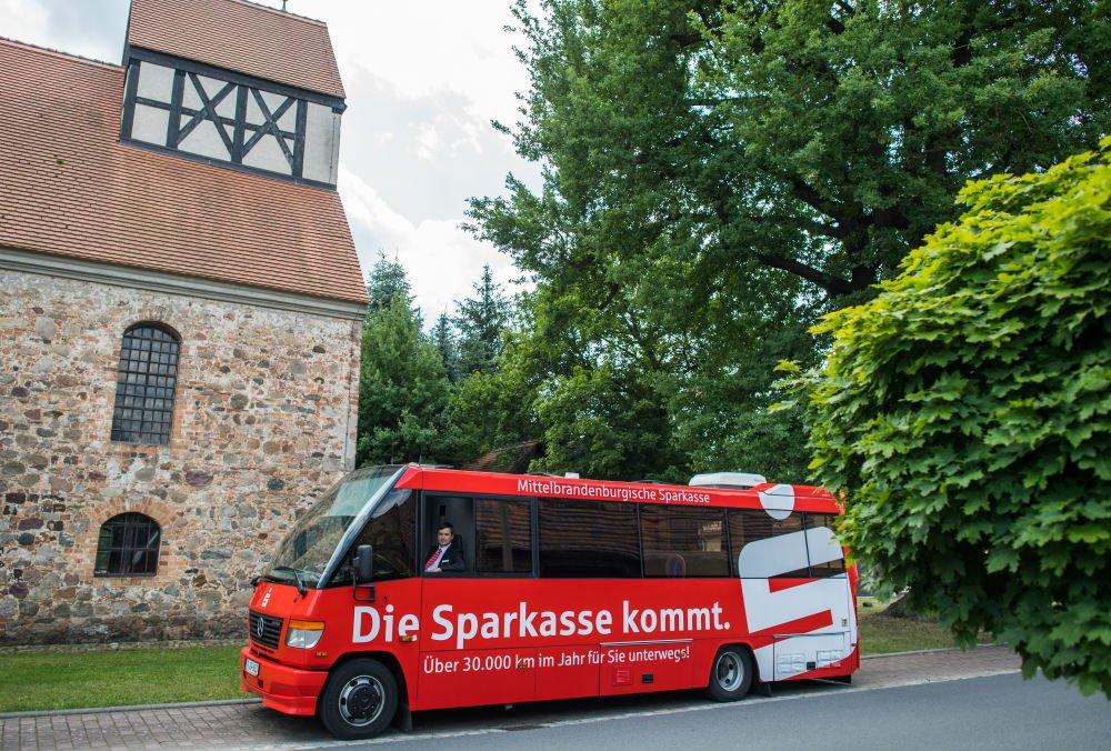 顧客愈來愈少 德國銀行轉用貨車做流動分行