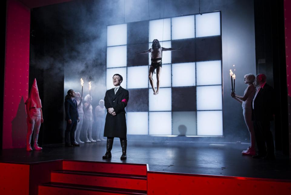 德國地方希特拉生日上演「我嘅奮鬥」 戴納粹標誌可以免費睇?