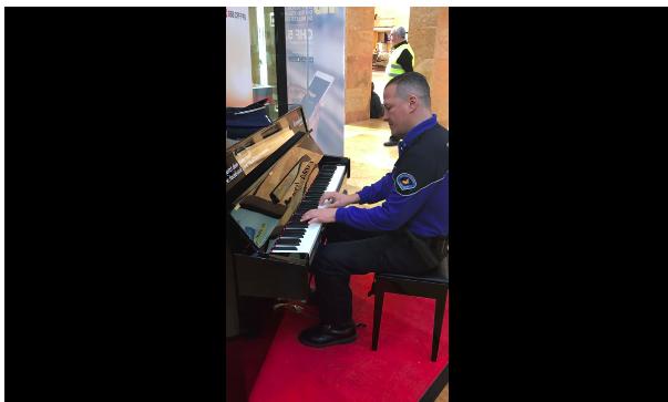 瑞士警察多才多藝 見到車站鋼琴就自彈自唱「Imagine」?