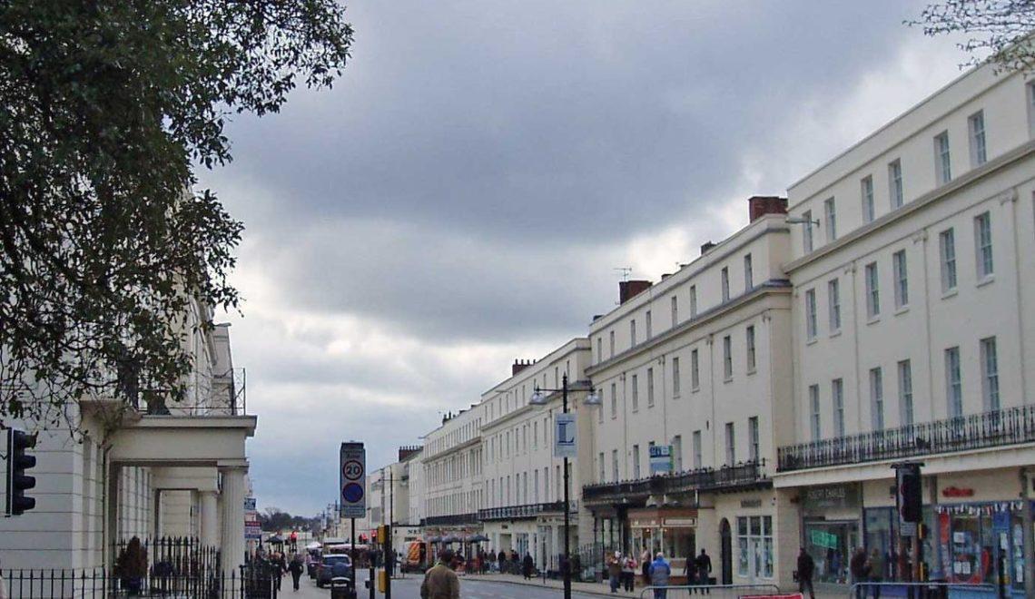 英國最富貴城鎮 乞食都可以5萬鎊一年?