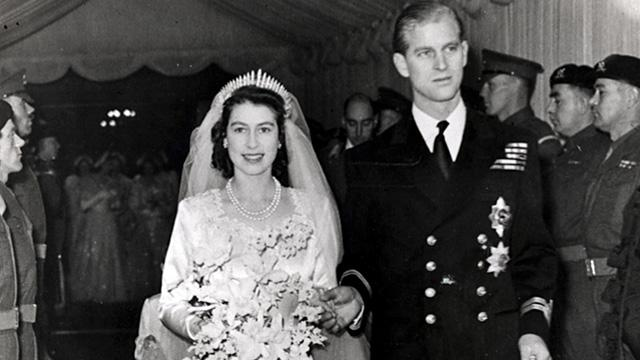 事頭婆大婚回顧: 當年婚紗一度有傳布料日本製 皇室涉嫌「通敵」謠言 ?