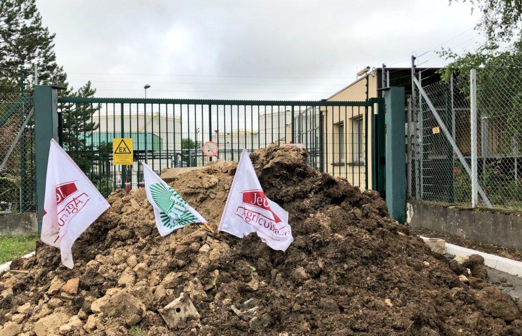 法國農民阻塞全國煉油廠 要求農業省跪低