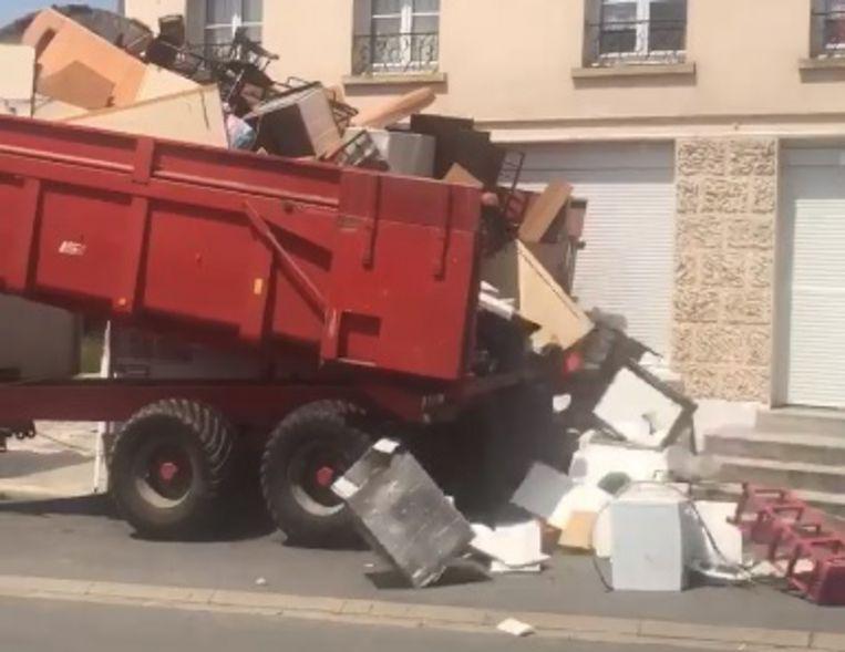 法國租霸臨走搞亂檔 慘遭業主係新居門前倒一貨車垃圾報復?