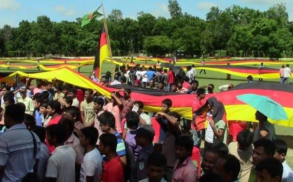 德國隊係孟加拉有死忠球迷 每屆世界盃就縫製超長🇩🇪三色旗