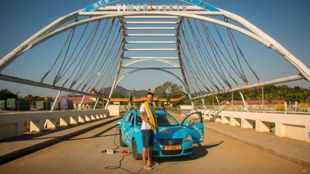 荷蘭佬真玩電動車環遊世界 四處問人叉電 荷蘭去到澳洲?
