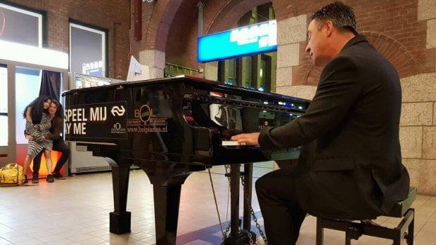 荷蘭佬一日走勻全國16個火車站 挑戰彈曬車站鋼琴