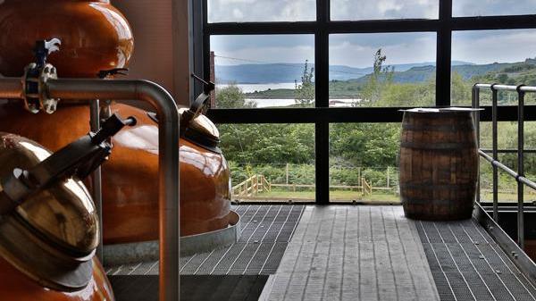 蘇格蘭慈善組織 送增威士忌俾貧苦細路 大個可以轉成學費