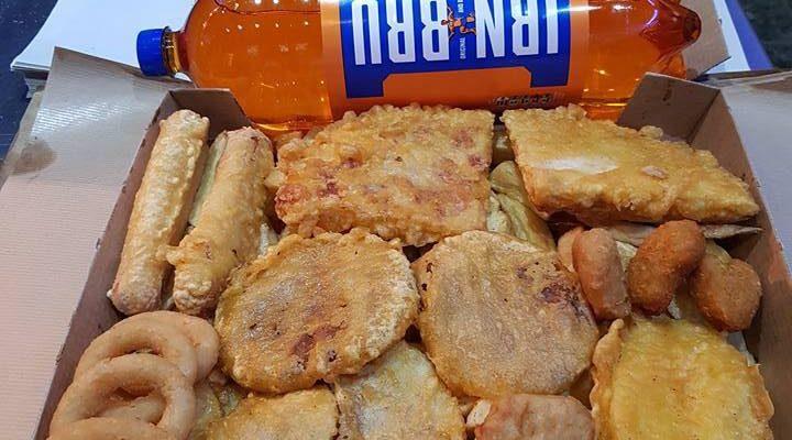 格拉斯哥市郊邪惡「家庭脆脆盒」7000卡路里嘅炸物只需10鎊