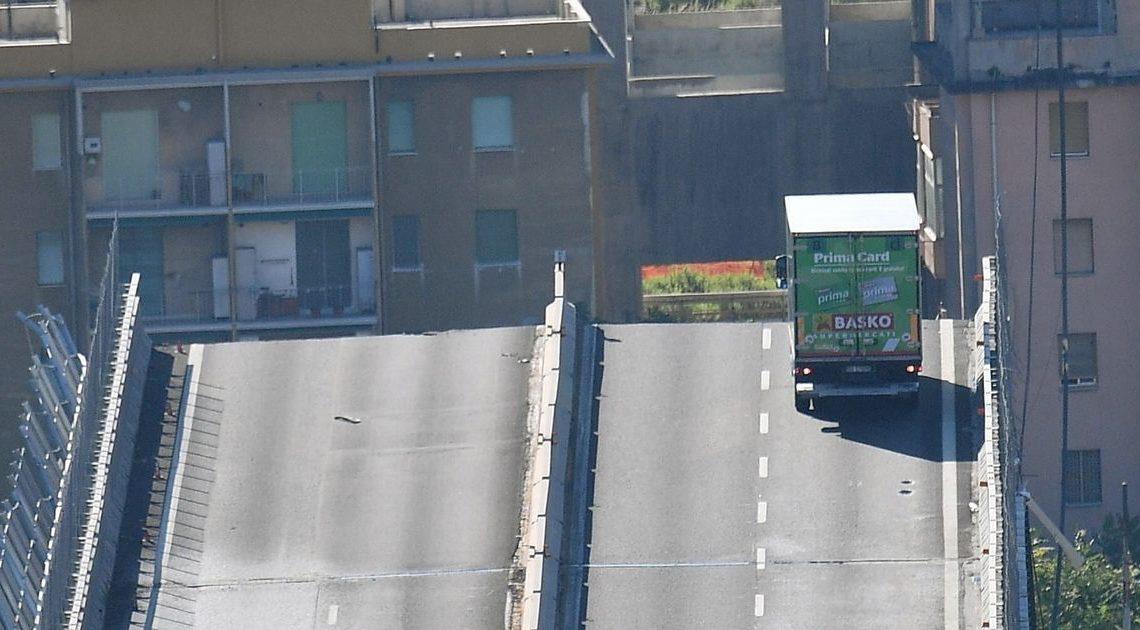 義大利冧橋目擊:一架私家車超前綠色貨van 就咁衝入冧橋部份