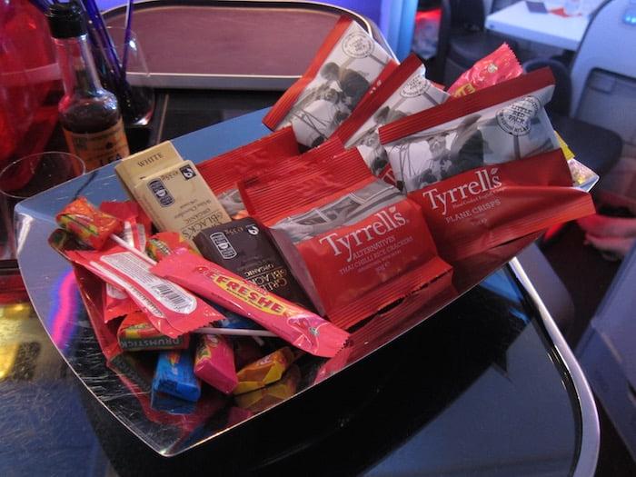 希斯路機場繼續人手短缺 維珍航空要搵人派小食飲品平息民憤