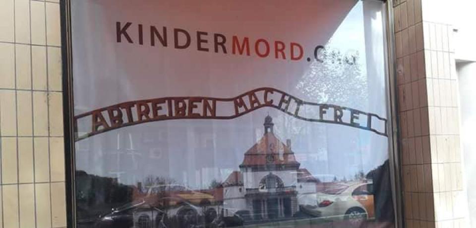 德國書店poster「墮胎令你自由」 惹起輿論譁然