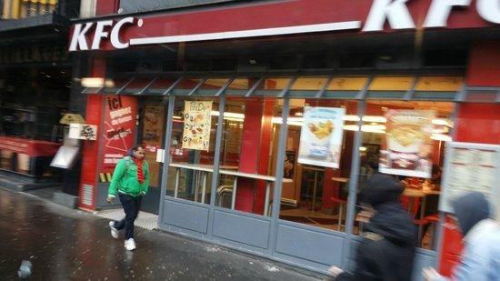 巴黎居民反對KFC 如同宗教般上腦