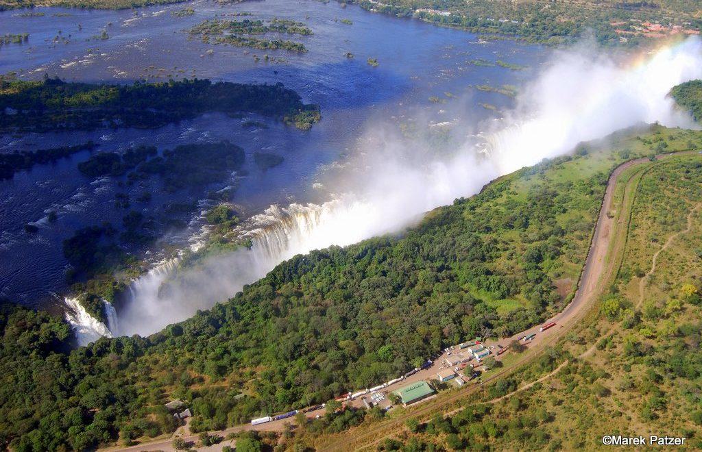 津巴布韋總統對侵示好 表示可以係維多利亞大瀑布俾地佢起高爾夫球場?