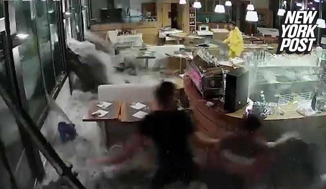 義大利餐廳職員企圖徒手擋住6米洪水湧入