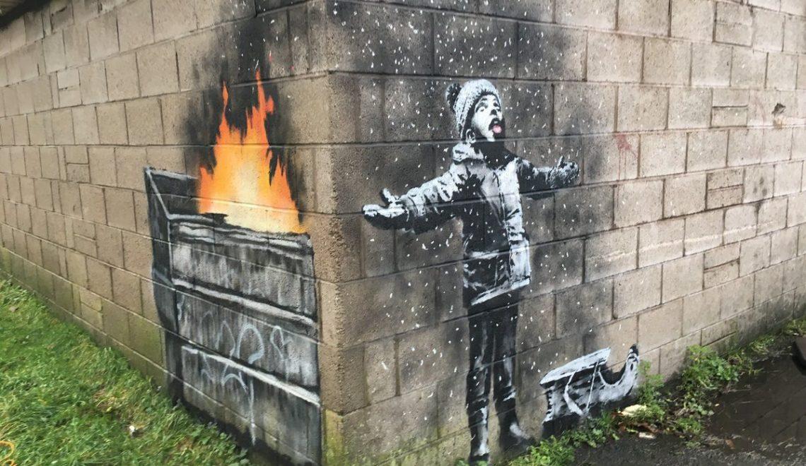 威爾斯小鎮出現 Banksy 畫作超熱鬧 甚至電影明星都出錢幫手保護畫作