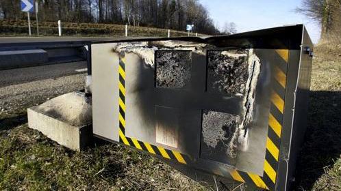 法國黃衫軍示威持續 6成5嘅快相機被損毀