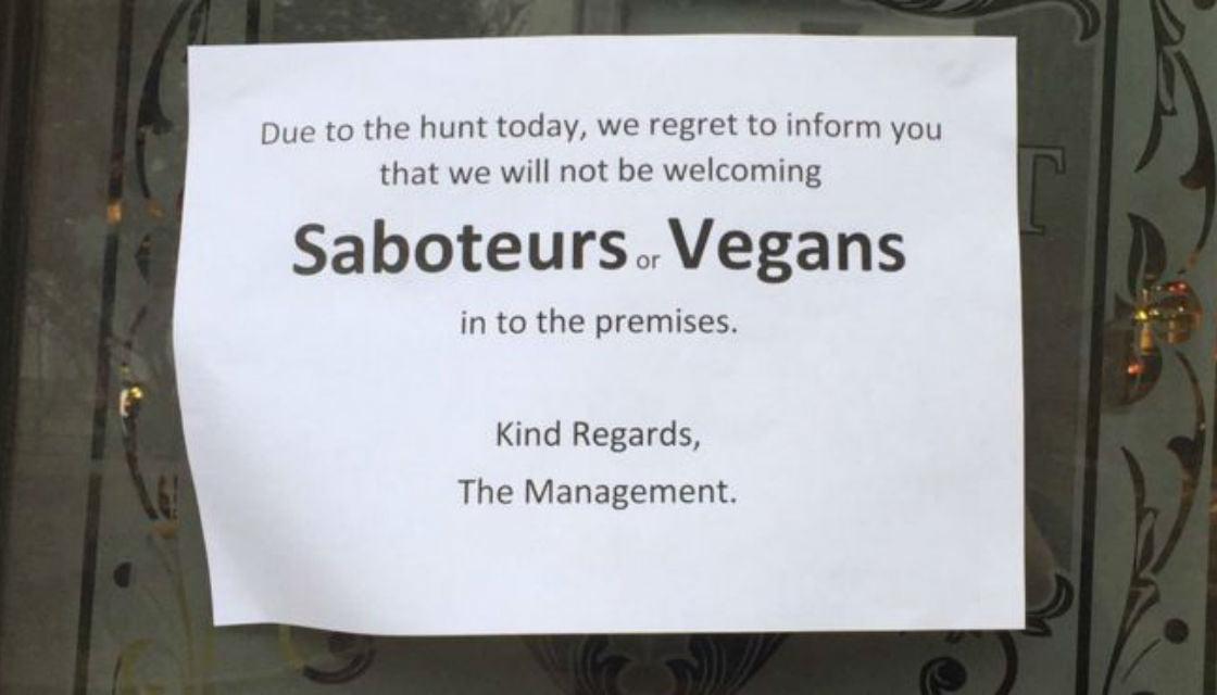 英地方餐廳臨時禁止素食者公告惹網上公憤?