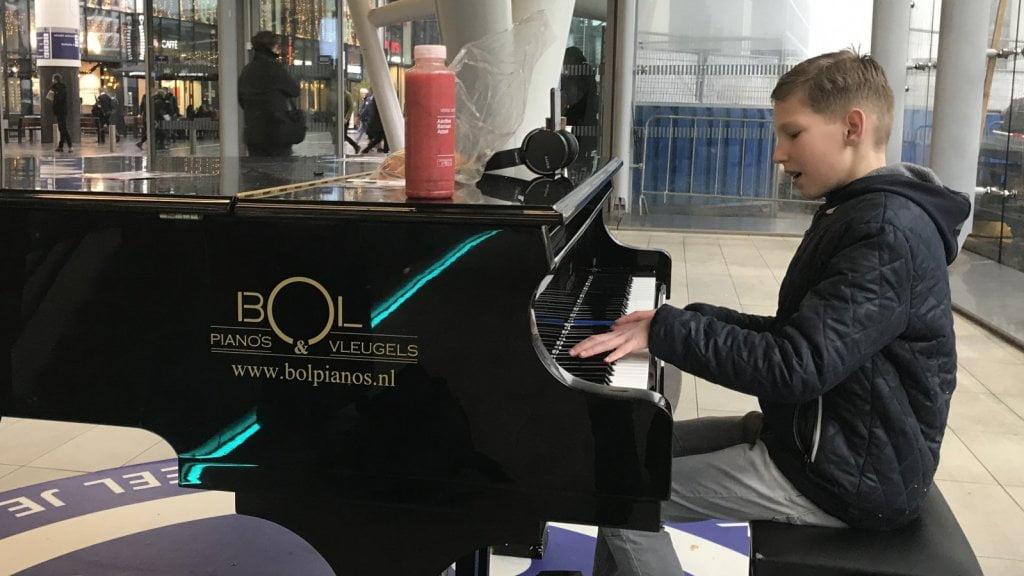 荷蘭又有人挑戰一日內彈曬車站鋼琴 今次係12歲細路幫糖尿病基金籌款