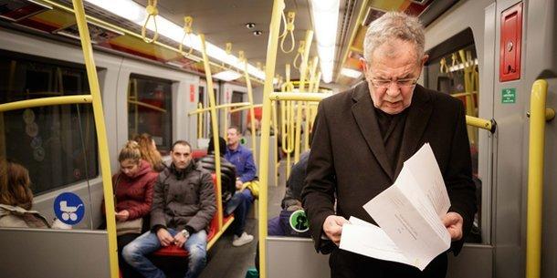 奧地利總統搭地鐵出席 「氣候劇變」研討會 市民讚講到做到