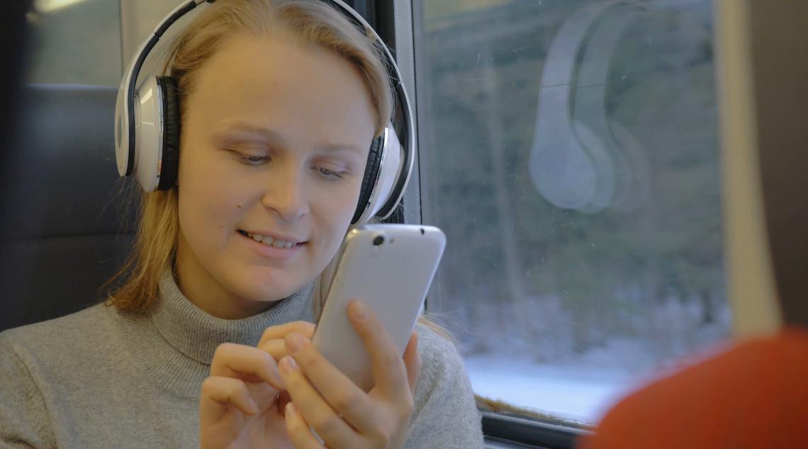 愛爾蘭國鐵職員 需要勸喻戴耳機聽歌