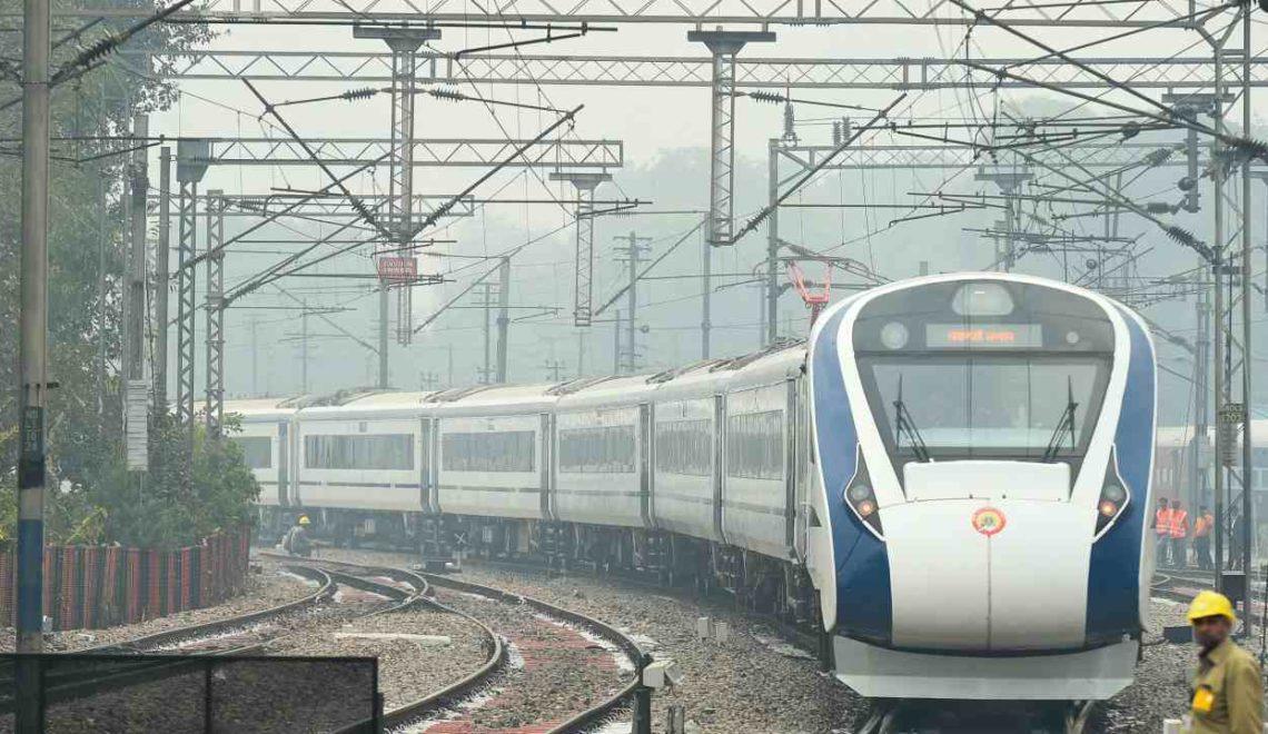 印度新快速國產列車 一開車就「撞牛」要折返?