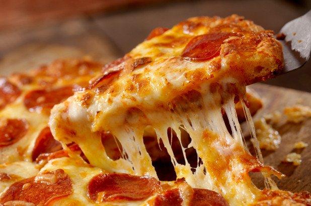 突厥速遞員對pizza噴口水被判監2年半