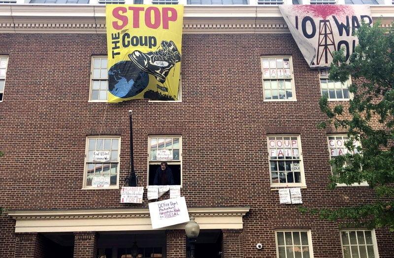 美國欲清理委內瑞拉「共黨」使館 但有本地左膠示威者阻止?